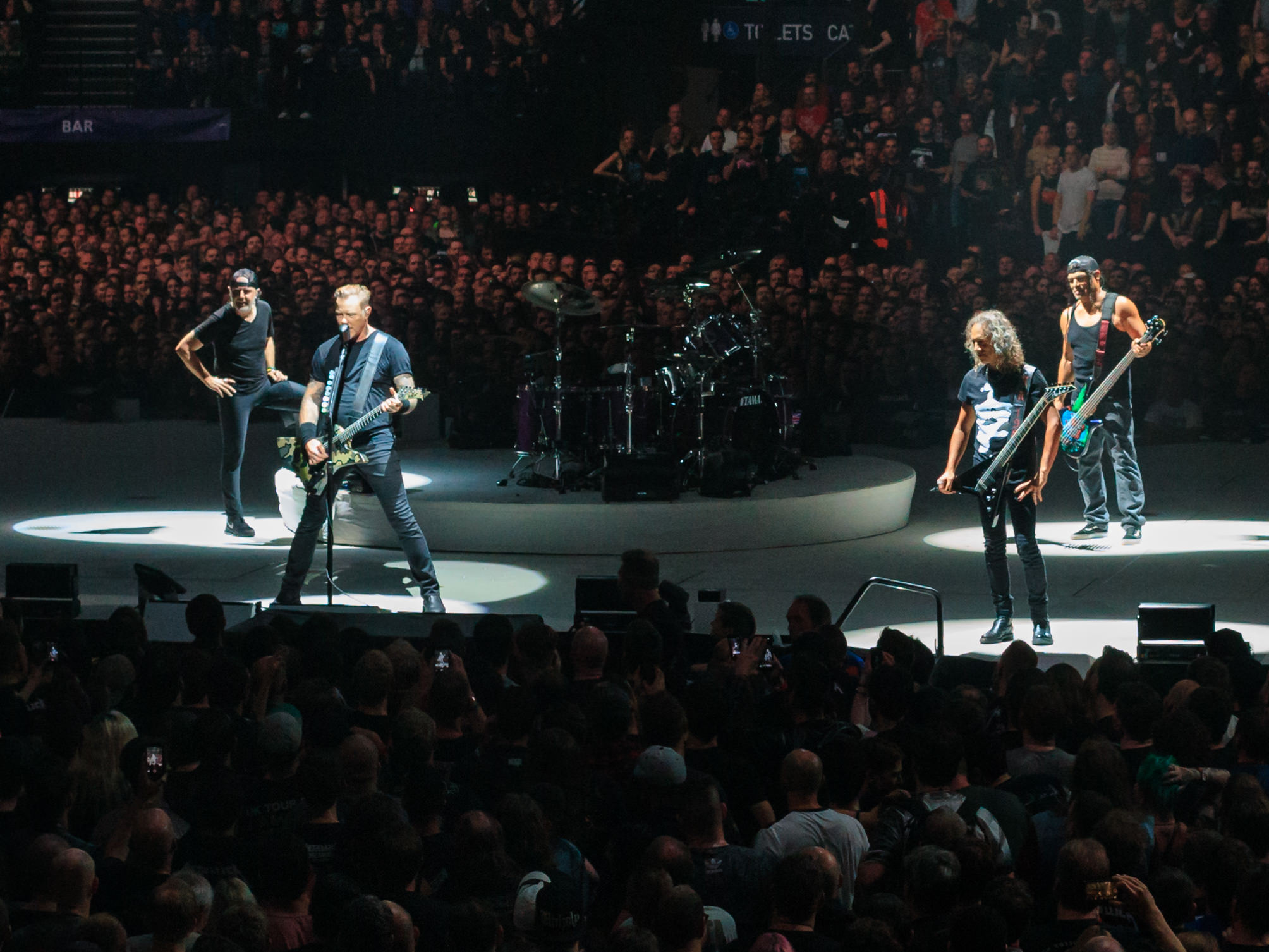 Metallica Tunjukan Sisi Lembutnya Lewat Konser Charity